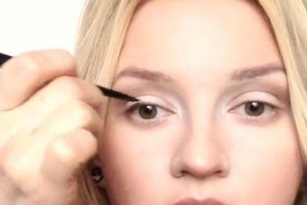 Совет макияж для маленьких глаз : Как сделать их выглядеть больше и больше !
