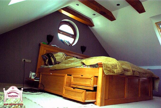 Egyedi gyártású felnőtt ágy egyedi fiókrendszerrel