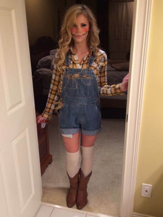 11 Halloween Costumes for Girls Who Are Lazy AF | http://www.hercampus.com/style/11-halloween-costumes-girls-who-are-lazy-af | Scarecrow Costume