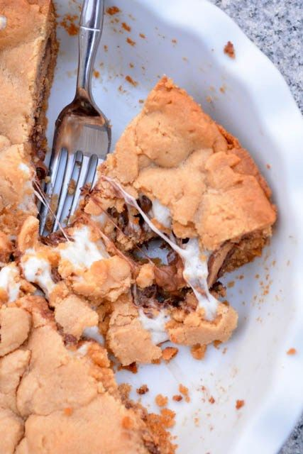 Reese's Cup Marshmallow Peanut Butter Cookie Pie