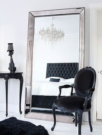 Gorgeous, this is another perfectly designed room. We all know I've played around with black in my earlier years, who's to say I can't bring it back? Love.