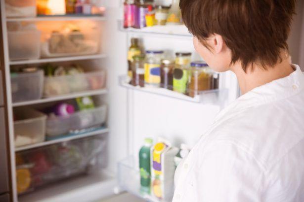 Un frigo sans bactérie ni odeur, viligance et fréquence de nettoyage !
