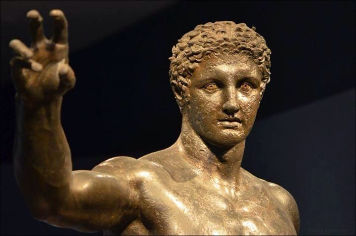 """Ποιος ήταν τελικά ο """"έφηβος των Αντικυθήρων""""; Ο αναπάντητος αρχαιολογικός γρίφος και ο αγώνας των ελλήνων συντηρητών να αποκαταστήσουν τις βλάβες που προκάλεσε με οξύ και τσιμέντο ένας γάλλος γλύπτης - ΜΗΧΑΝΗ ΤΟΥ ΧΡΟΝΟΥ"""