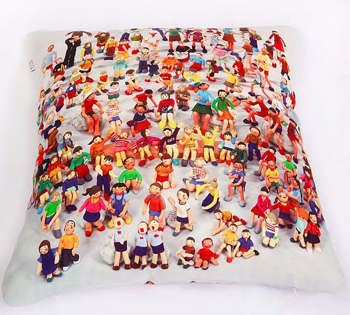 PEOPLE CUSHION