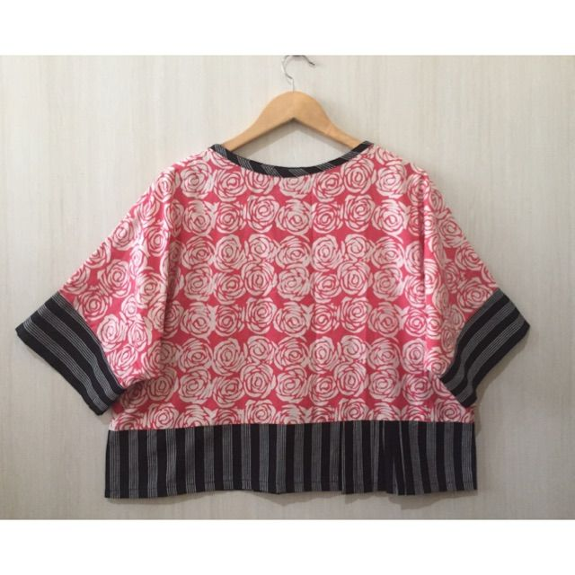 Saya menjual Atasan blouse batik mix lurik Tenun seharga Rp115.000. Dapatkan produk ini hanya di Shopee! https://shopee.co.id/imanggoethnic/313058582 #ShopeeID