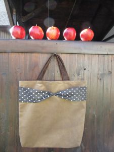 Tote bag with vintage bow