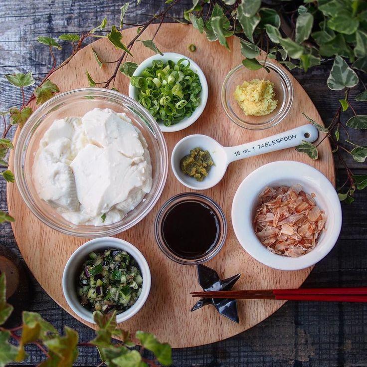 """. . 本日の晩ごはん お好み冷奴 Today's dinner """"HIYAYKKO:tofu"""" . . 自然薯入りの朧豆腐を見つけたので どうやって食べてやろうかと考えたけど 考えるのが面倒になり 結果思いつくもの全て用意 . . 山形のダシ私のなんちゃってレシピ 柚子胡椒KALDIのが好き 鰹節 生姜 お醤油 万能ネギ . . 小皿にとっては あれこれ混ぜる . . 意外と楽しい . . もうこんな健康食続けて痩せなかったら . . それこそ奇跡 . . なーんて事は何度もありましたが 残念ながら . . 未だこの体型なのがある意味奇跡 . . #food #foodie #foodgasm #foodporn #foodlover #foodphotography #cook #cooking #vscofood #yummy #yum #おうちごはん #おうちカフェ #lin_stagrammer #クッキングラム #kaumo #igersjp #豆腐 #冷や奴 #晩ごはん  #夕食 #dinner #dinnertime #tofu #japanesefood by…"""