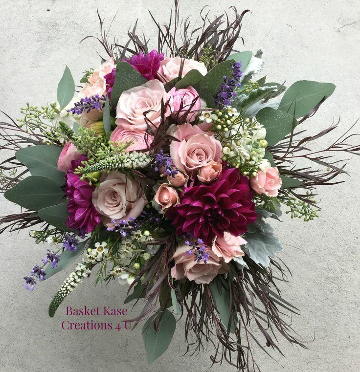 Rustikaler Brautstrauß mit Rosen, Dahlien, Veronica, Dusty Miller, Lavendel & Eu …   – Wedding