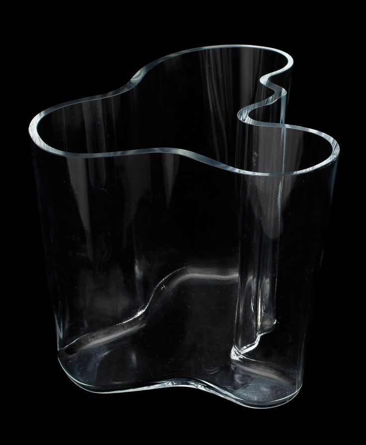 ALVAR AALTO, Savoy vase, 1936. Originally designed for the Karhula-Iittala glass competition under the name Eskimo Woman´s Leather Pants (!), but re-named to Savoy when used in the Savoy restaurant in Helsinki, which interior was designed by Aalto. Photo copyright by Scandinavian Collectors 2014.