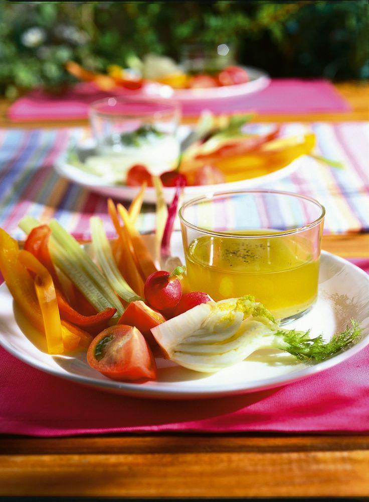 pinzimonio alle tre salse (salsa allo yogurt, salsa verde e emulsione di olio)