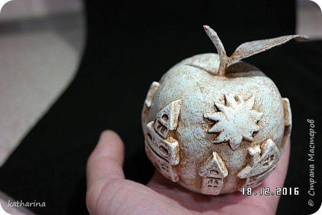 Здравствуй страна . Когда делала свои яблоки , пересмотрела кучу работ , а потом стала думать , как же мне сделать листики  ? Вот мой вариант , может кому то и пригодится . фото 10