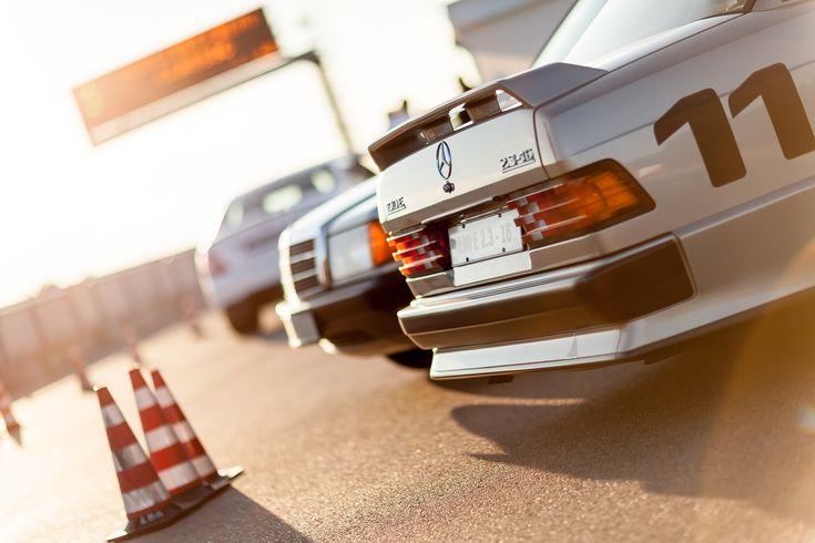 Vor 30 Jahren haben Mercedes-Techniker in NARDO einen besonderen Rekord aufgestellt. Darüber gibt es viel zu erzählen. Am besten können dies die Jungs, die den Mercedes-Stern mit unter ihr Kopfkiss…