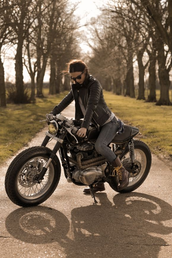 Old Empire Motorcycles' Kawasaki W650 Great Pic! www.motorbikestunt.co.uk