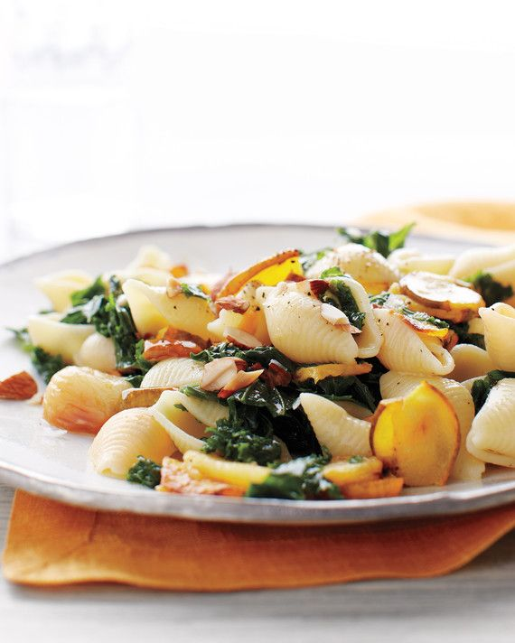 A pasta for the cold months, with the sweet flavor of roasted acorn squash, and plenty of garlic and kale. Toasted almonds add protein and crunch.