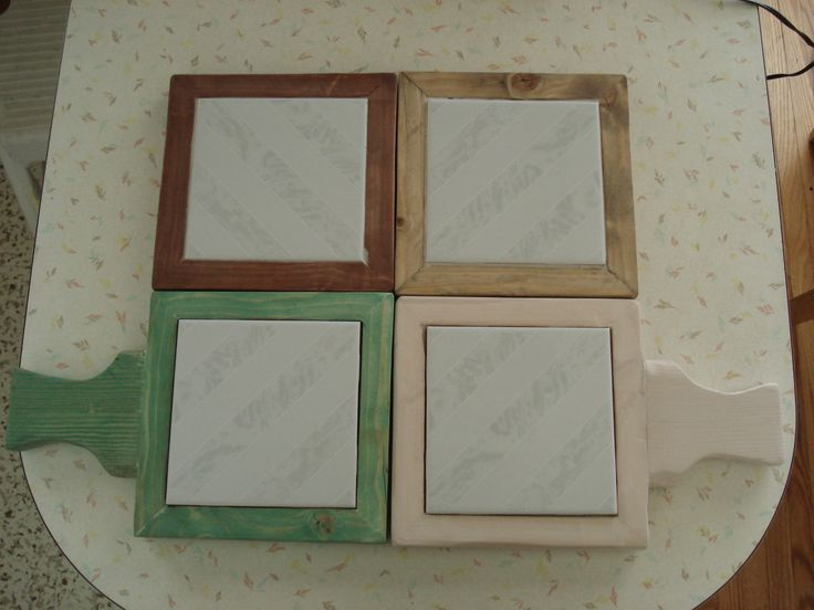 Trivets made with recycled wood and wall tiles.