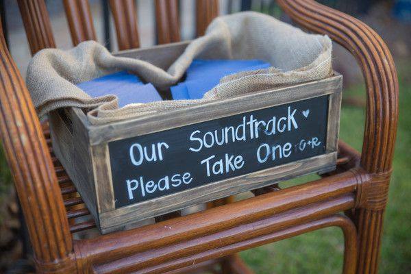 Make a mix CD of songs that define your relationship and give it to your wedding guests as favors! Such a fun idea! {@chilstudios}
