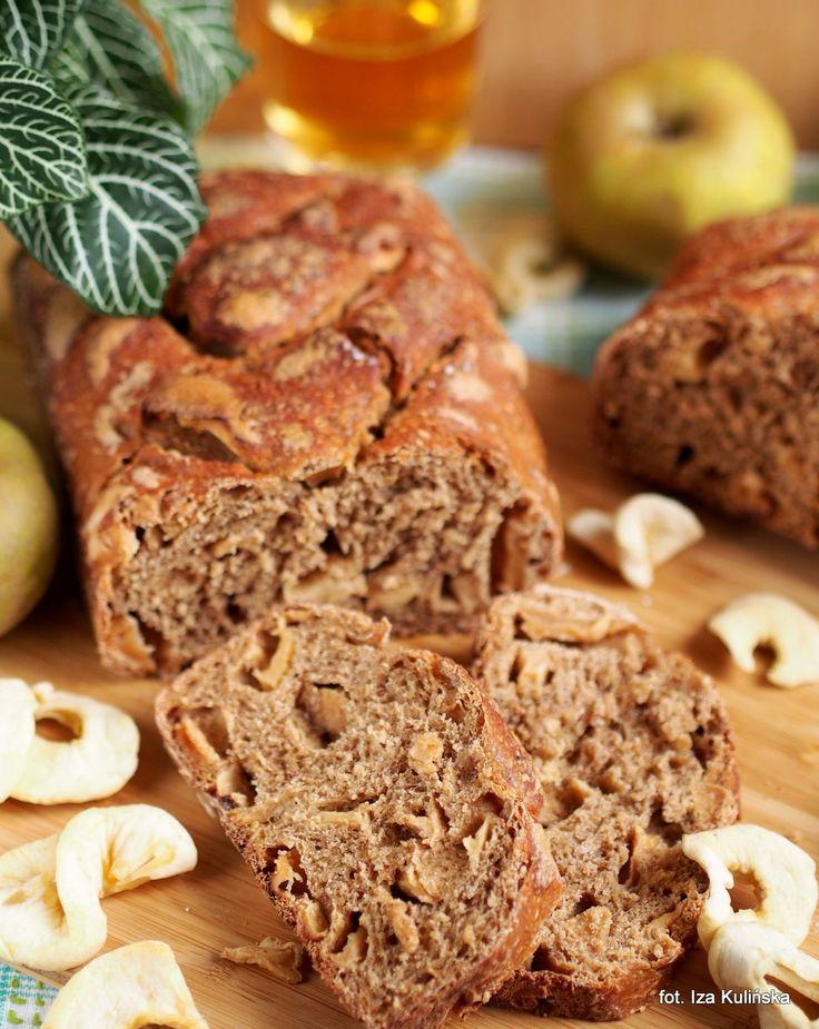 Smaczna Pyza: Chleb pszenno-żytni na zakwasie, z jabłkami, cydrem i cebulą - #wbd2014