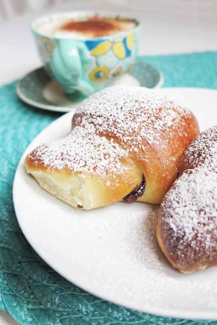 Italian breakfast: croissant recipe. Italian cornetti are amazing: soft and moist, ideal for breakfast.