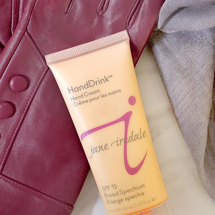 The temperature is finally dropping and winter is swiftly approaching. Cold weather also means a change in your skin's moisture level. That is why it's important to create an additional barrier on your skin - including your hands! HandDrink Hand Cream moisturizes hands without leaving behind a greasy residue, protects with SPF 15 and has a subtle rose scent.