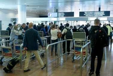 """Nieuwe kaakslag: """"chaotische"""" Belgische douane """"schiet enorm tekort"""" bij paspoortcontrole op luchthavens"""