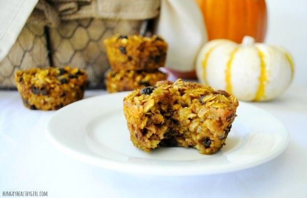 Baked Pumpkin Oatmeal Muffins- The perfect grab-n-go breakfast or healthy snack! {kid friendly and gluten-free} I like them w/o the chocolate chips and use raisens.