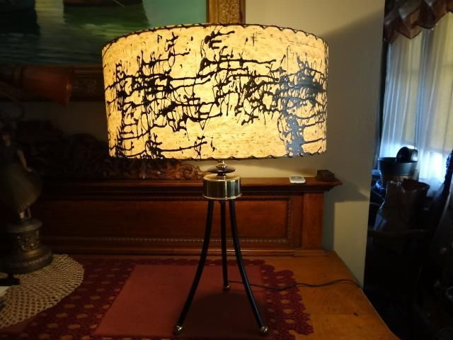 FABULOUS VINTAGE MID CENTURY RETRO TABLE LAMP w FIBER GLASS BRUTALIST DESN SHADE