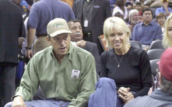 George Strait talks to a member of the media during a Spurs game in 2002.