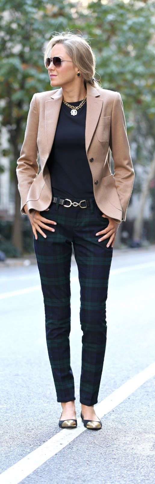 Office look | Tartan pants, flats, golden accessories and camel blazer