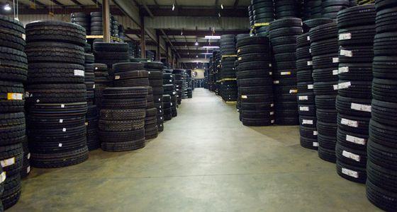 Venta de Llantas Nuevas y Usadas, para Camiones, Tráileres, Volteos o vehículos comerciales a muy buen precio. También hace todo tipo de reparaciones.