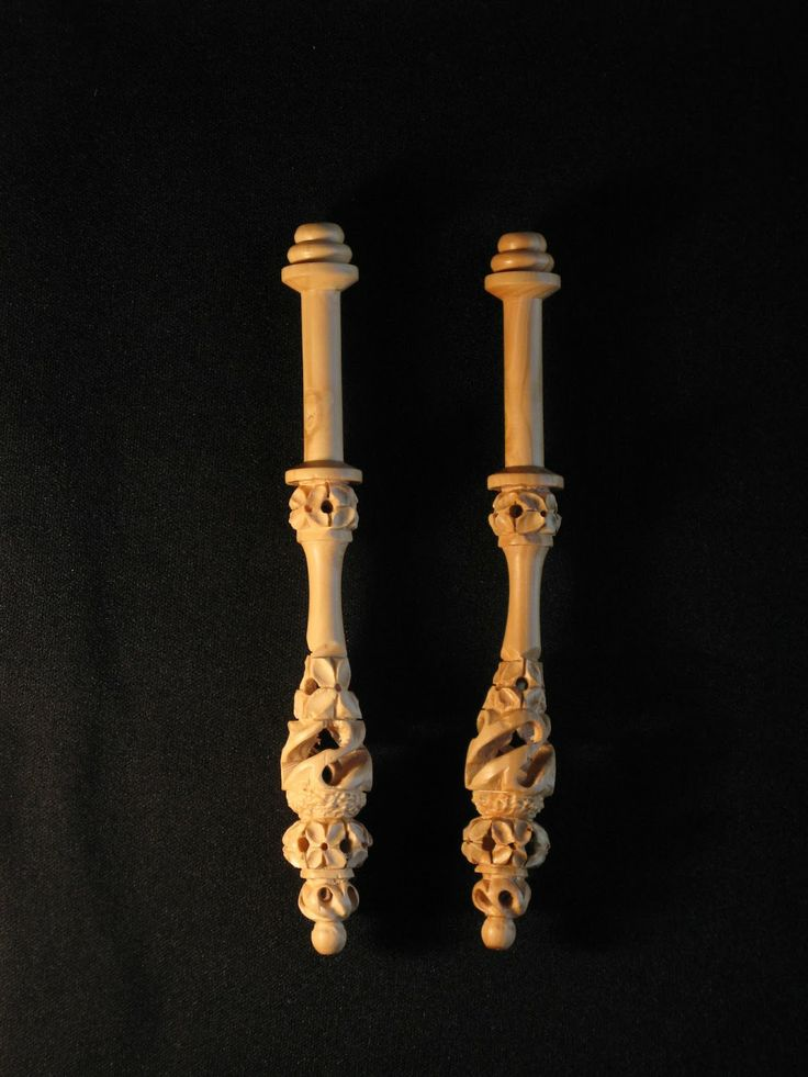 Bolillos tallados. Artesa Jordi =beautiful carved bobbins