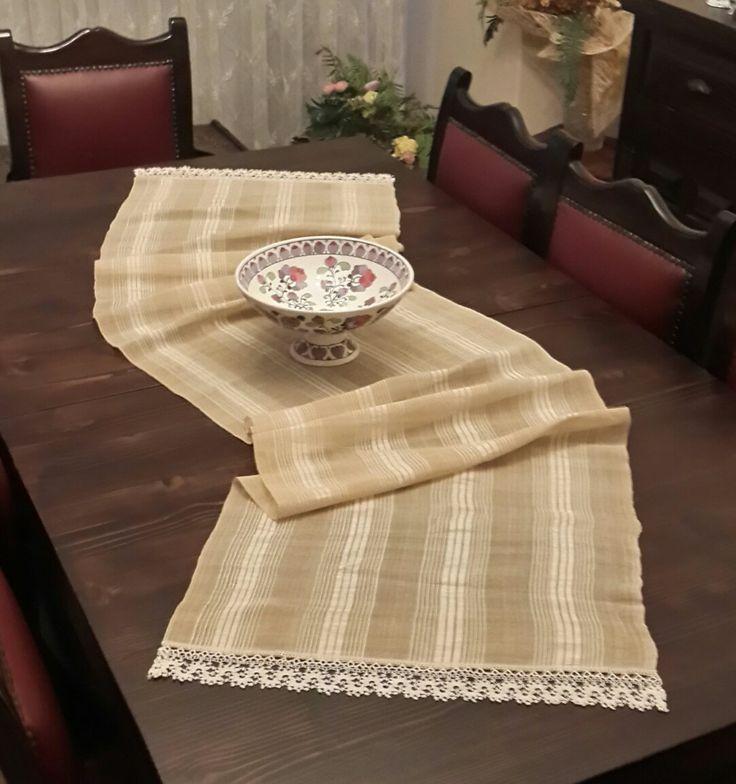 Eski el dokuma ipek kumaşın eski dantelle runner uyarlaması