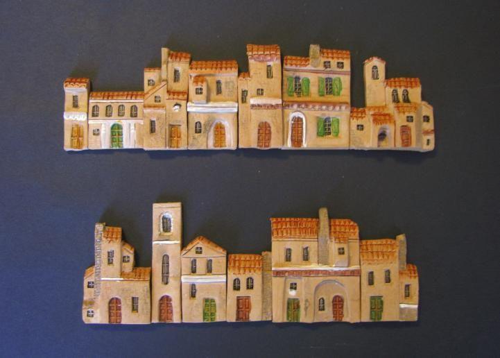 Le casette in rilievo Miniterre sono delle particolari realizzazioni molto simili a delle mattonelle.     Sono lavorate in modo da portare in evidenza le facciate ed i particolari delle case.     La tipologia è quella delle casette rurali e la lavorazione è identica a quella delle classiche casette.  (casette in miniatura, little houses, mini land, miniature)