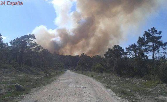 El primer incendio forestal de la Semana Santa obliga a movilizar medios aéreos en Enguera