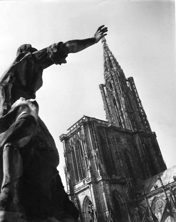 Robert Doisneau - L'Alsace // Cathédrale de Strasbourg 1945