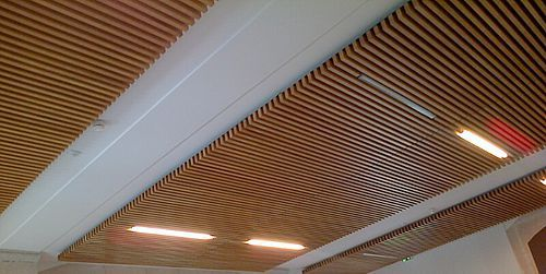 The use of wood slats in inner linings and wood ceilings for Panel perforado madera