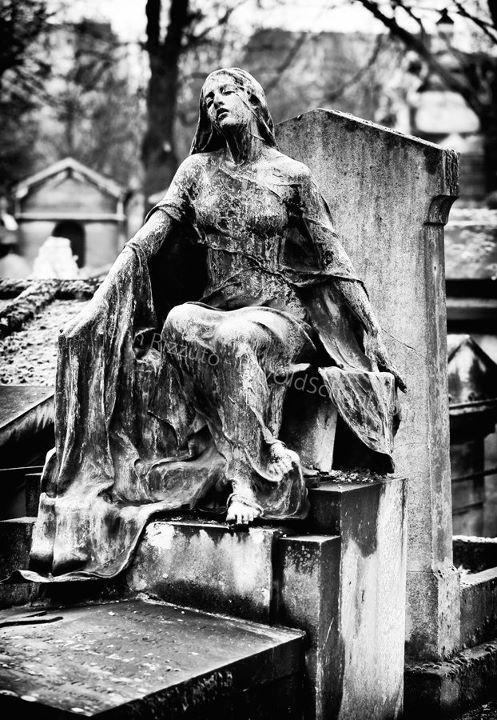 """""""Douleur"""" - Montmartre Cemetery, Paris, France"""