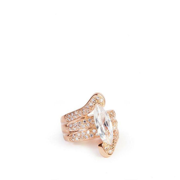 Buon Lunedì a tutti amici! Questo prezioso anello donerà un tocco glamour al tuo look.  Have a wonderful monday my friends! Add a #glamorous touch of style with this precious jewel handcrafted by Ultima Edizione.  #Jewel #ring #mondaymood