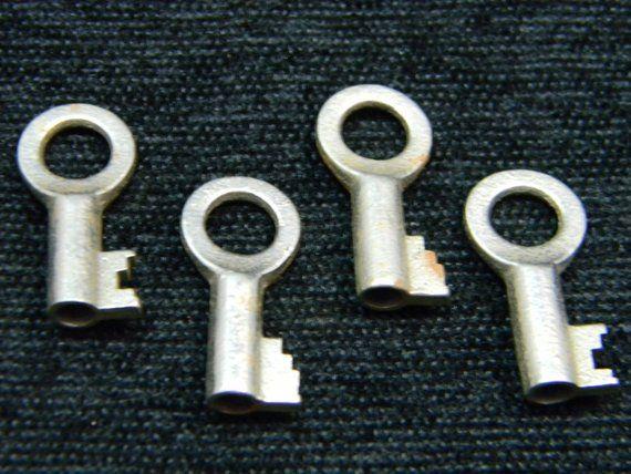 Vintage Skeleton Key Lot Four Round Head Vintage Skeleton Keys Vintage Vintage Keys