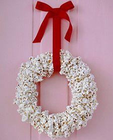 Pop corn wreath ! Might not last till Christmas Day ;)