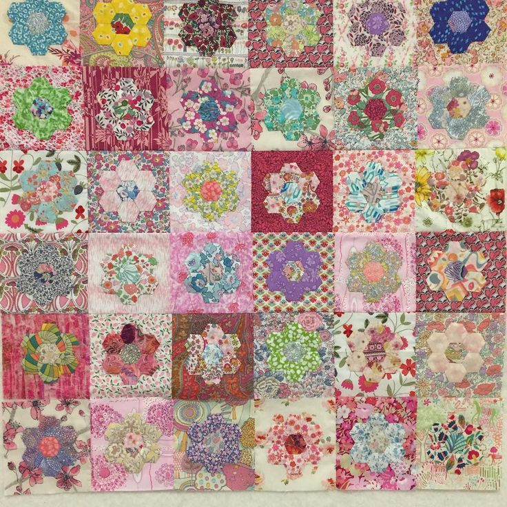 #libertylawn #libertyprint #libertyfabric #libertytanalawn #epp #englishpaperpiecing #halfinch #hexagons #halfinchhexagons #patchwork #patchworkquilt