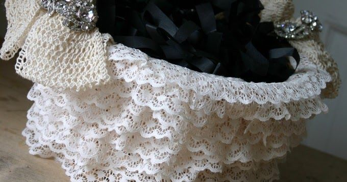 اشغال يدوية للعروس اسهل طريقة تزيين سلات الافراح و المناسبات بالدانتيل كل عروس تجهز لعرسها اليك الخطوات الكامل لتغليف السلات الخشبي Burlap Wreath Burlap Decor