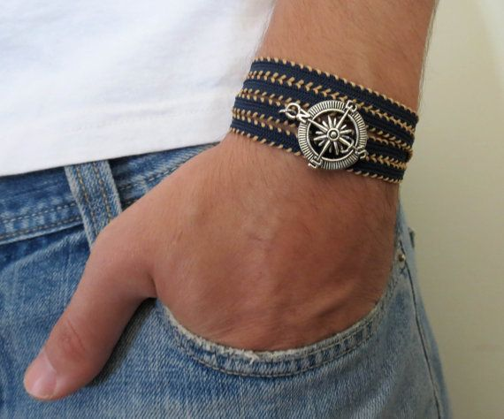 Man armband - Man kompas armband - Man - Mannen sieraden - mannen armband - Man Gift - man Gift - vriendje Gift - jongens sieraden - Mens Jewelry - mannen cadeau - Mens Gift - sieraden voor mannen - armband voor mannen - cadeau voor mannen - mannen accessoires - Guy juwelengiften - Guy armbanden  Op zoek naar een cadeau voor je man? U hebt de perfecte item gevonden voor dit!  De eenvoudige en mooie armband combineert blauw en beige stof die wrap 4 keer aan kant en een silver plated kompas…