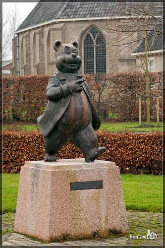 Standbeeld Olivier B. Bommel in Den Bommel, Goeree-Overflakkee