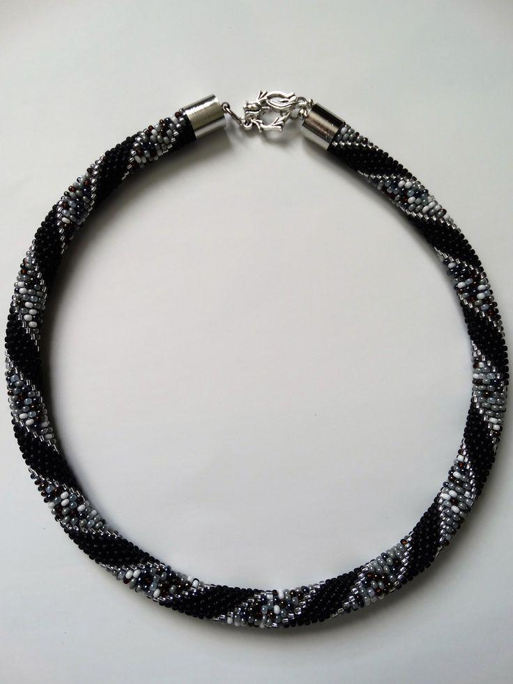 Czarno srebrny naszyjnik z koralików Toho