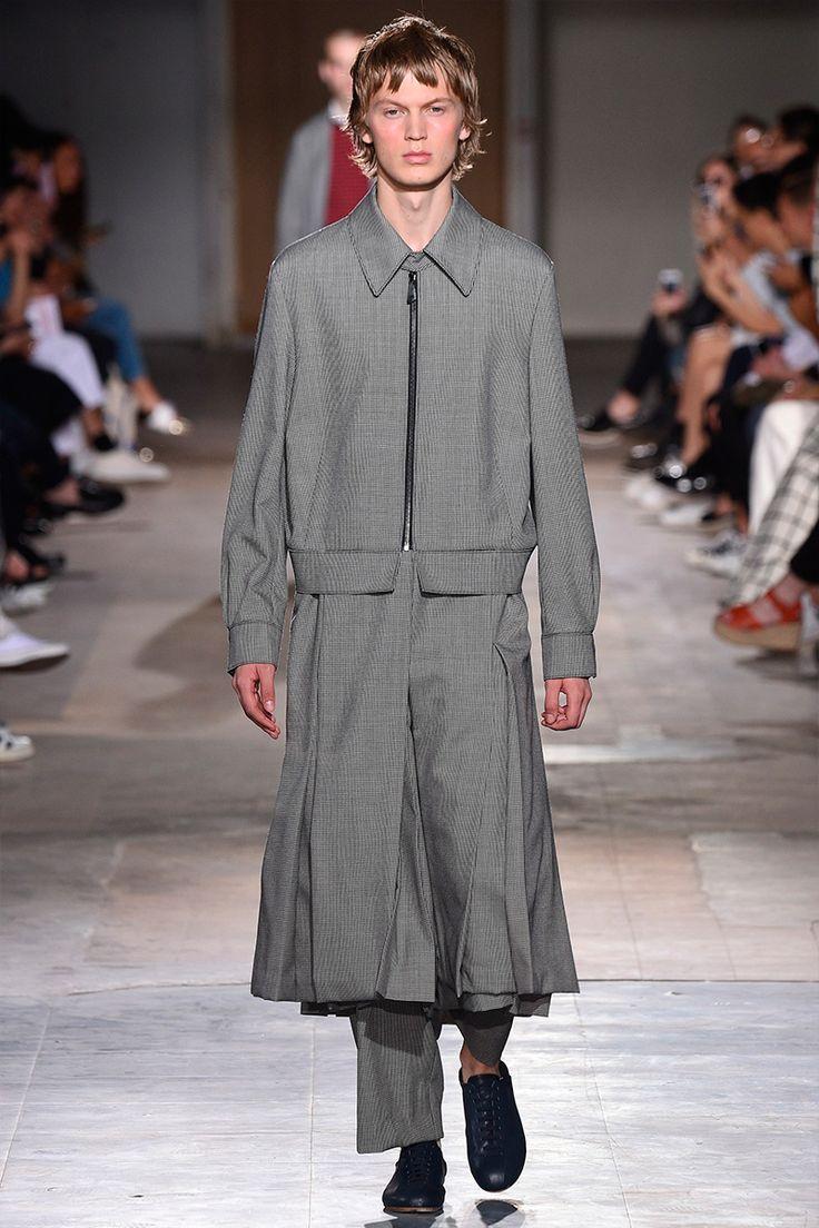 WooyoungmiunveileditsSpring/Summer 2017 collection during Paris Fashion Week.