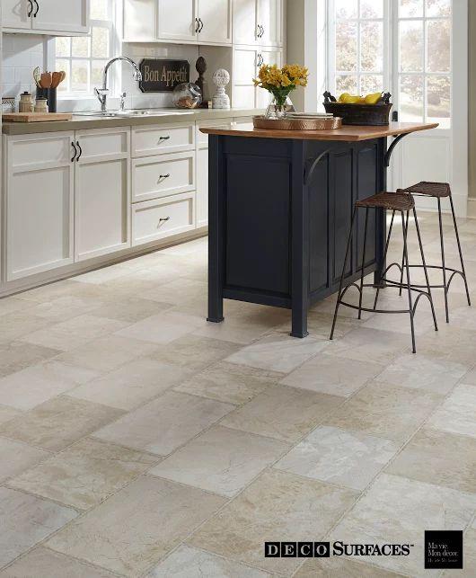 Le vinyle Frontenay: vous croirez à peine que c'est un plancher de vinyle tellement il est beau. --- Frontenay Vinyl floor: you won't even notice it vinyl beaucause it looks so good.