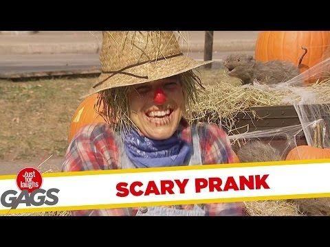 scarecrow scare prank funny halloween prank - Funny Halloween Prank