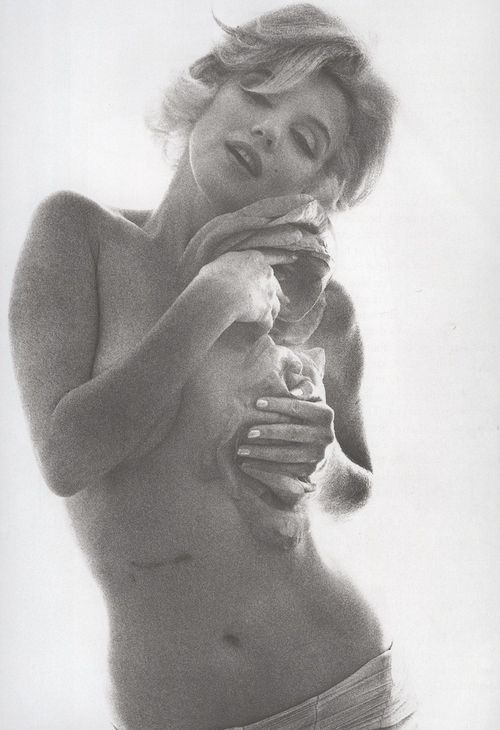 msmarilynmonroe: Marilyn Monroe fotografiada por Bert Stern (1962)