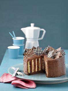 Espresso-Schoko-Wickeltorte Eine festliche Schokoladentorte mit einer leichten Kaffeenote
