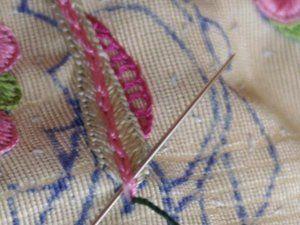 Cours 1 BRODERIE - Chainette, chainette échelle ,laouing ou chainette avec surjet  , pois bigourdan